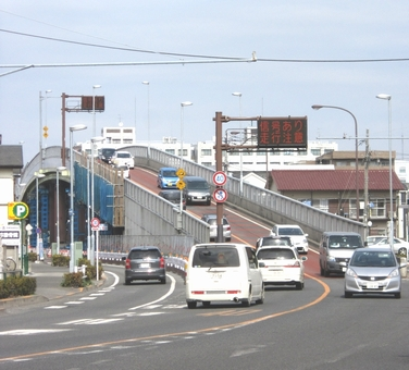 鶴川街道に掛かる謎の橋-調布・鶴川陸橋|くまさんとチャリ