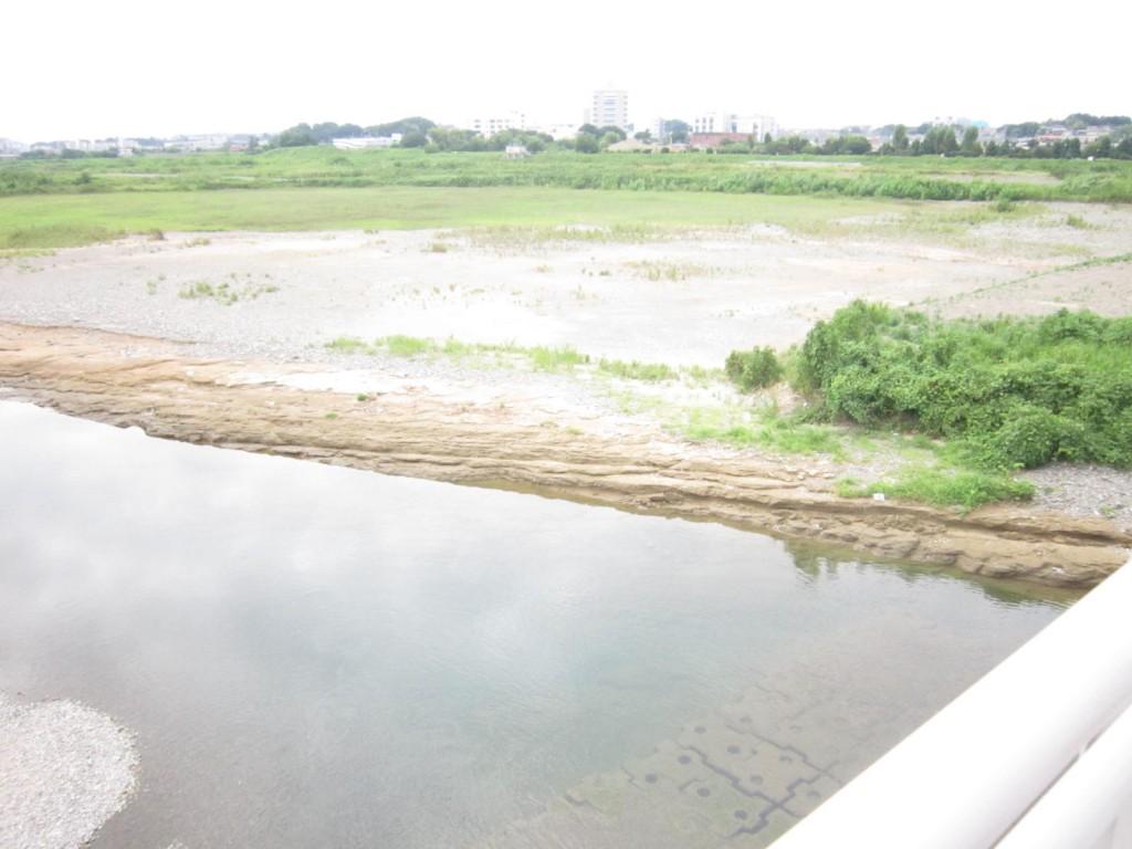 多摩大橋通りから見た多摩川の遺跡